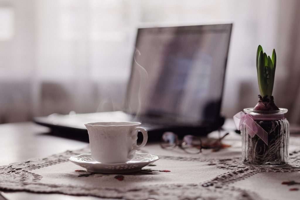 cup_of_coffee_flower_and_laptop
